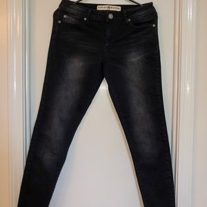 Very cute cropped black jeans